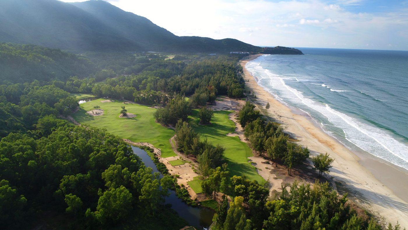 West Lakes Golf & Villas nằm trong nhóm đề cử sân nổi bật của năm hình 3