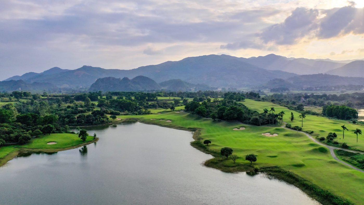 West Lakes Golf & Villas nằm trong nhóm đề cử sân nổi bật của năm hình 5