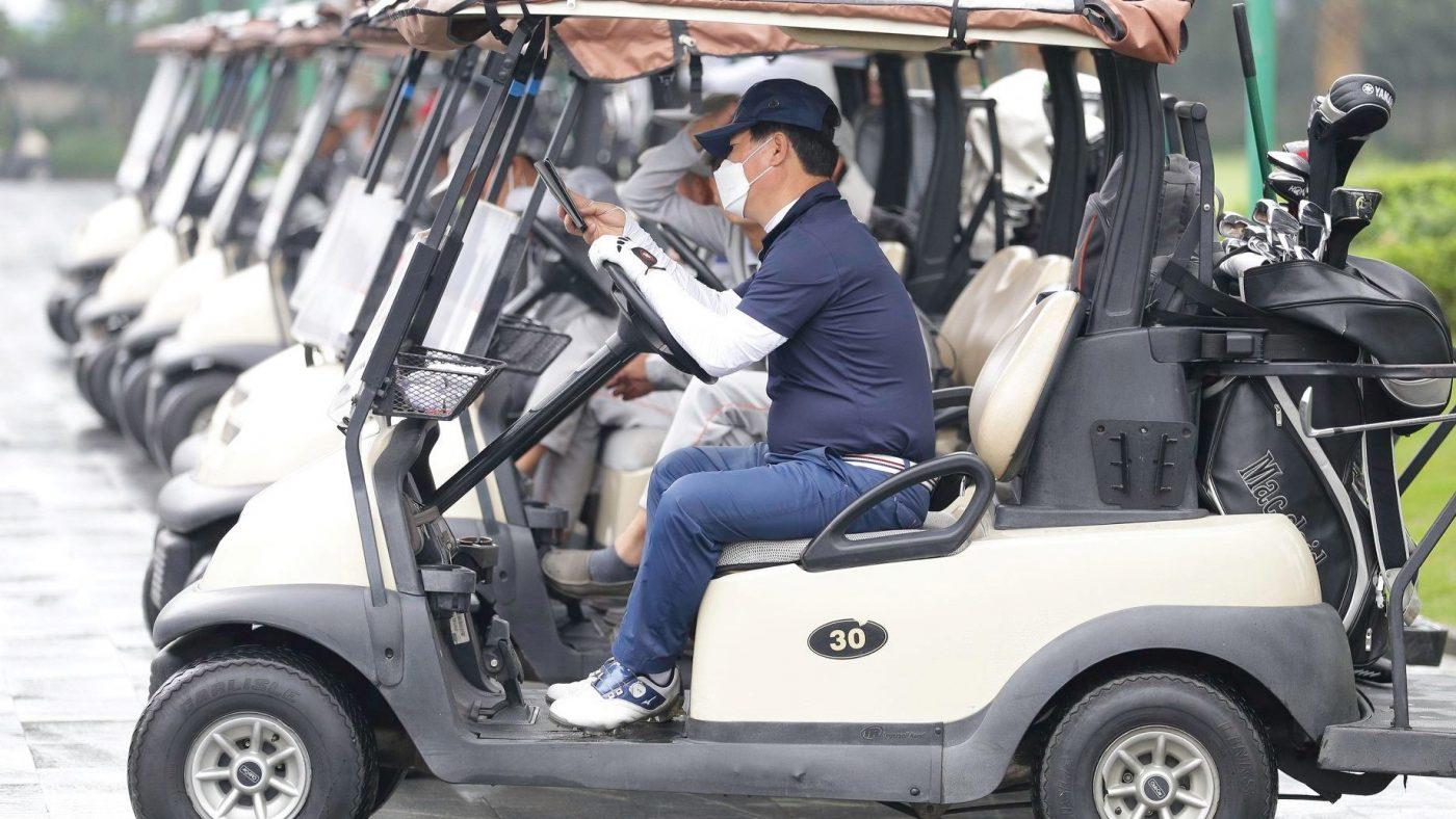 sân golf long biên phòng chống covid 19.3